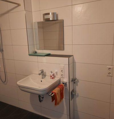 Barrierefreies Bad mit Waschmaschinenanschluss